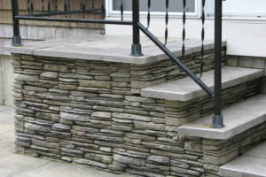 ct-fieldstone-blue-variegated-stairs