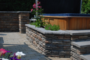 ct_fieldstone_tan_variegated_hot_tub_garden